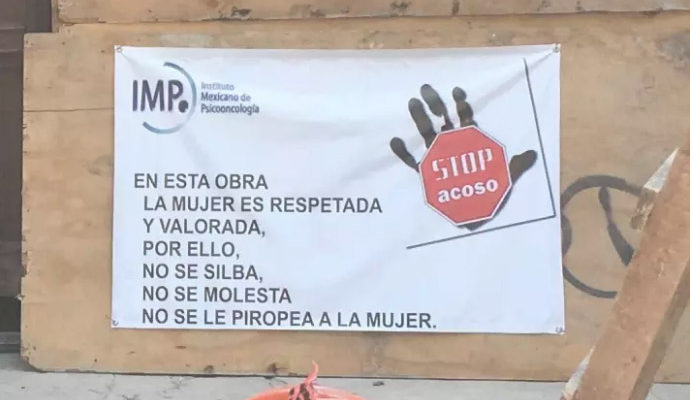 Cartel en una construccion